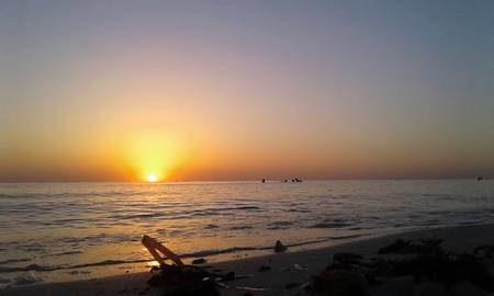 Lever du soleil sur la plage de Sidi Yati