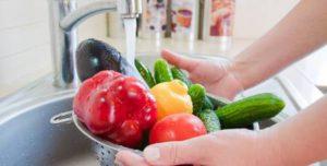 manger des fruits et légumes crus en tunisie et à djerba